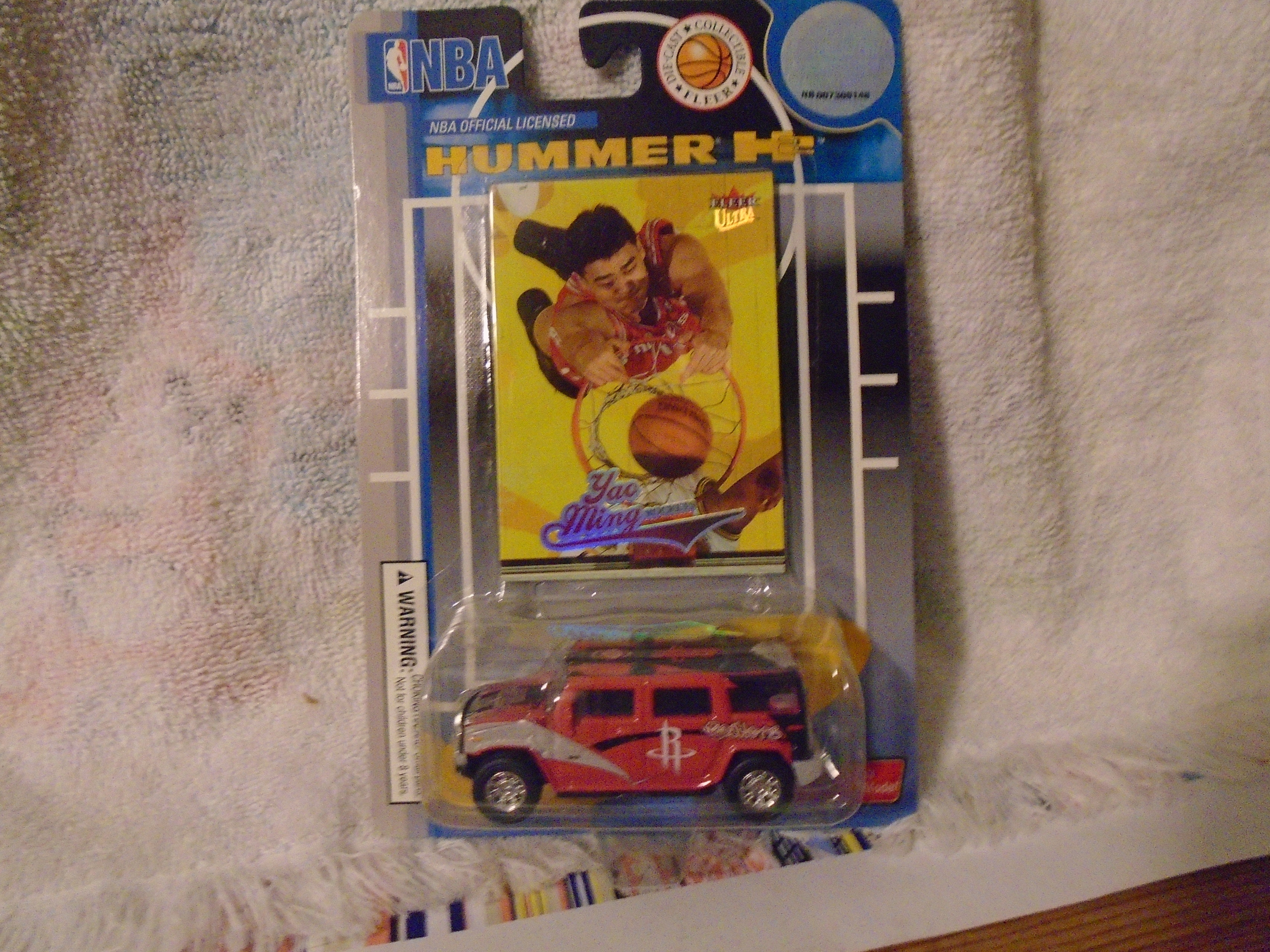 NBA YAO MING LIMTED EDITION 13:13 DIE-CAST HUMMER H13 WITH TRADING CARD | hummer card